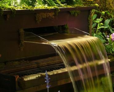 Repurposed-piano-fountain