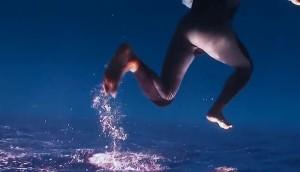 homme-se-deplace-sur-eau