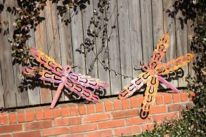 creativespotting.com-whimsical-dragonfly-wall-art-outdoor-sculpture-metal-wall-hanging-yard-garden-decor4