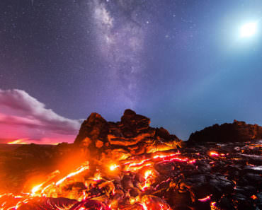 Meteorite, Milky Way, Moon and Volcano on the same Incredible Picture