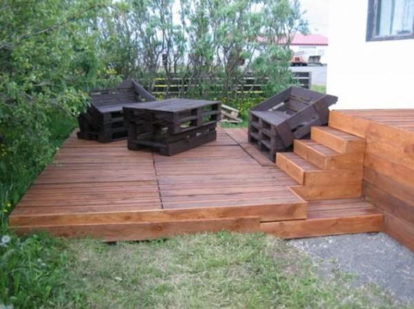 cool terrace entirely made of pallets gift ideas creative spotting. Black Bedroom Furniture Sets. Home Design Ideas
