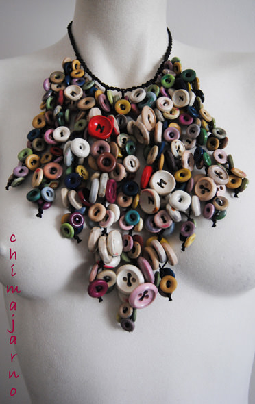 Le Cascate Di Bottoni Di Chimajarno / Upcycled Buttons Necklace Fashion + Trends