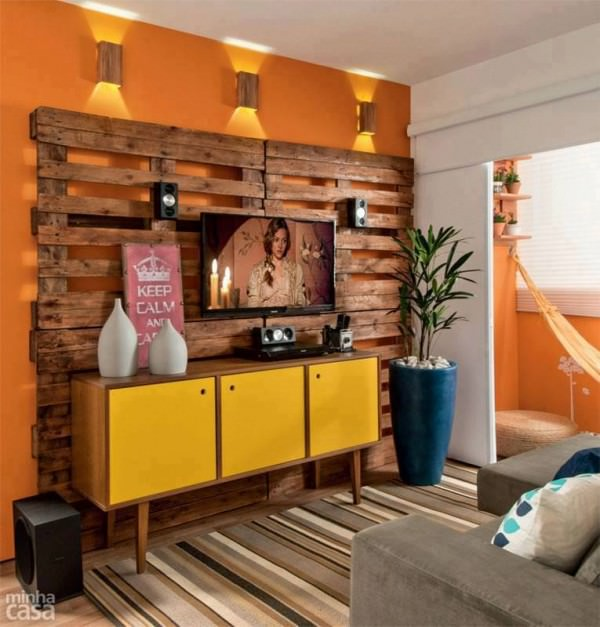 Pallet Wall as Decoration Architecture + Interiors Sustainability