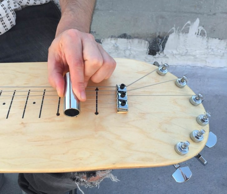 Skateboard Deck Guitar By Stereo Tank Design