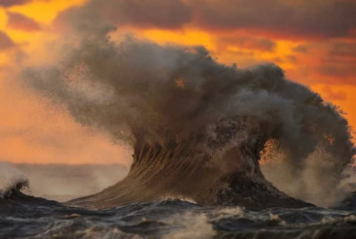Liquid Mountains – Power Of Lake Erie Waves Photographed By Dave Sandford Photography