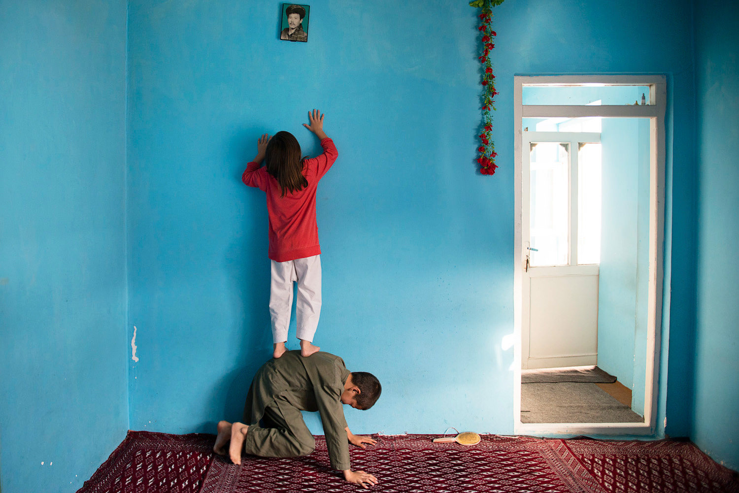 A Rare, Intimate Look at the Lives of Single Mothers in Afghanistan | Geek Universe