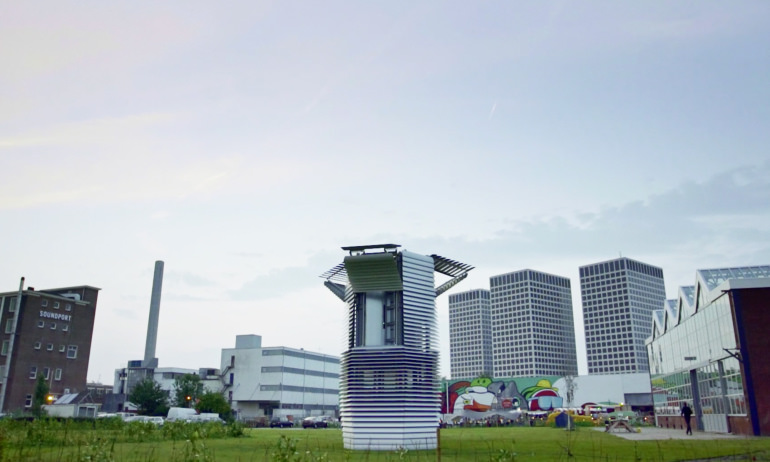 This Tower Sucks up Smog and Turns It into Diamonds | Geek Universe