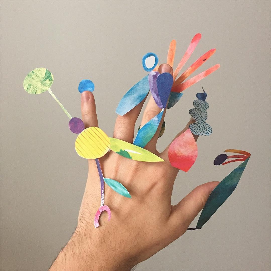 The Amusing Art of Holding Things – Fubiz Media Design