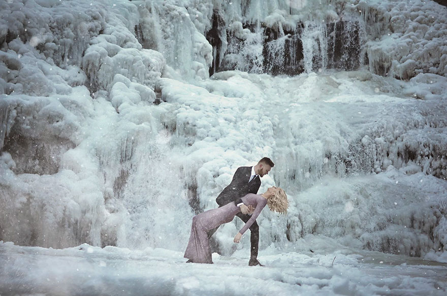 Couple Braves The Cold For Their Engagement Photoshoot And The Photos Are Breathtaking Funny