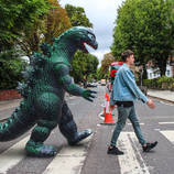 Around The World With A Pet Dinosaur – Fubiz Media Design