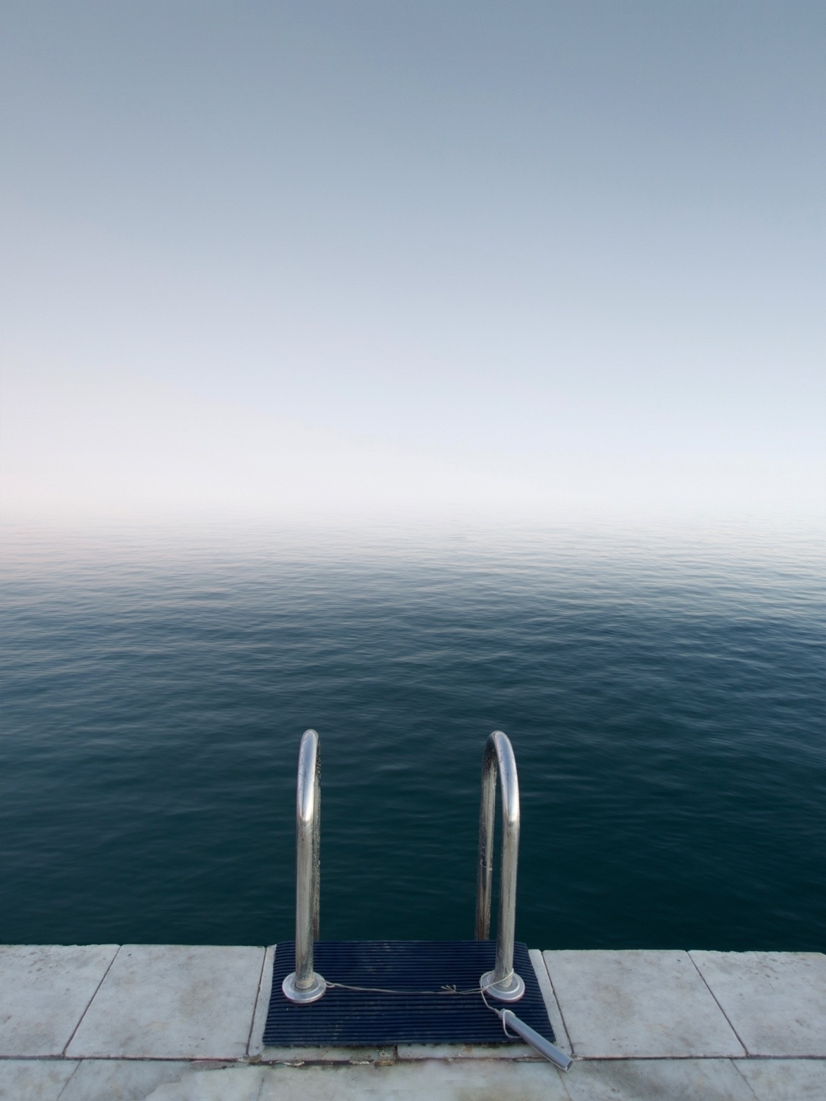 Contemplative and Powerful Images of Simple Elements – Fubiz Media Design
