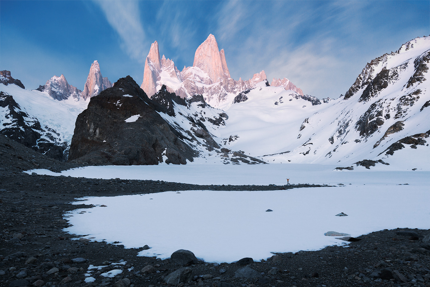 Surrounded by the Lakes and Mountains of Patagonia – Fubiz Media Design