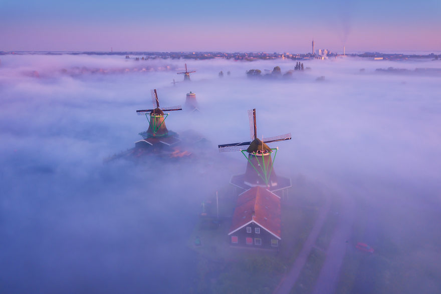 Dutch Windmills in the Fog – Fubiz Media Design