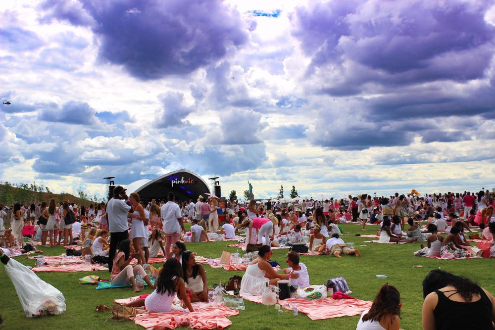A Gigantic Pink Flamingos Sculpture At Pinknic Festival – Fubiz Media Design