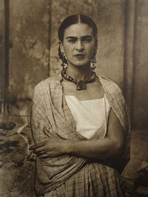 Frida Kahlo Biggest Exhibition in Chicago – Fubiz Media Design