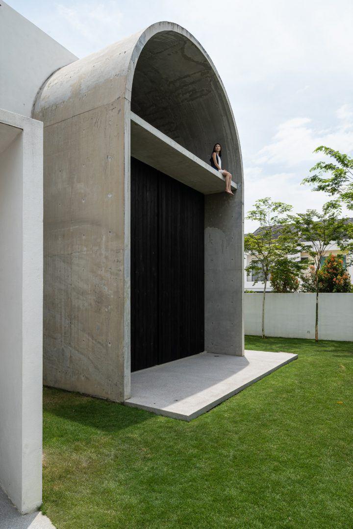 Modern Vaulted Roof Residence in Kuala Lumpur – Fubiz Media Design