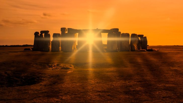 watch a livestream of the summer solstice at stonehenge