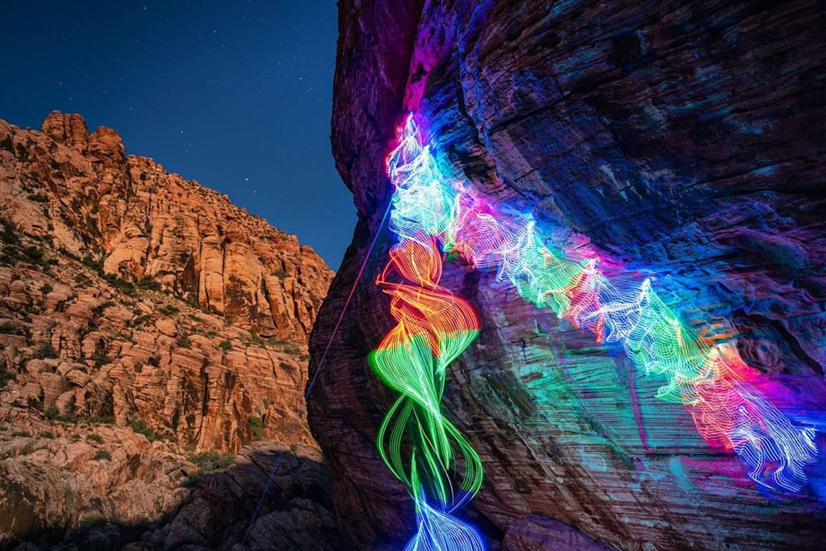 Pictures Illustrating Climbing Routes with Beautiful Lights – Fubiz Media Design